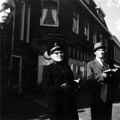Straatzang door leden van het Leger des Heils te Assen.
