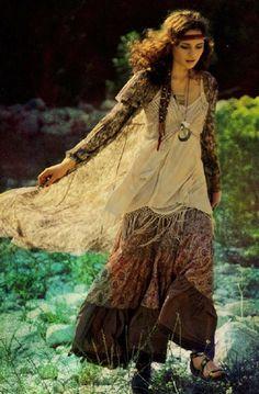 ╰☆╮Boho chic bohemian boho style hippy hippie chic bohème vibe gypsy fashion indie folk the . Style Hippie Chic, Ethno Style, Gypsy Style, Bohemian Style, Bohemian Fashion, 1960s Fashion Hippie, Gypsy Look, Rustic Fashion, 70's Style