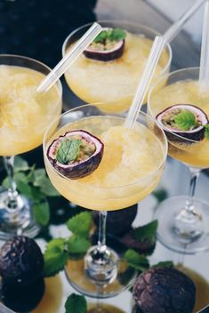 Passion fruit slush, summer's best drink! Healthy Eating Tips, Healthy Nutrition, Mango Sorbet, Fruit Slush, Cocktail Recipes, Cocktails, Drink Recipes, Sour Foods, Thanksgiving Drinks