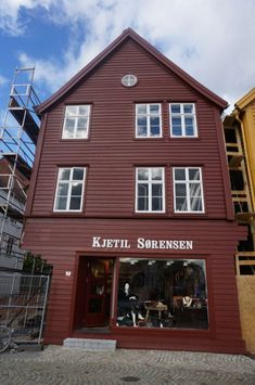 Where to shop and eat in the Bryggen in Bergen, Norway. We check out the best souvenirs and handmade Norwegian crafts in the Unesco World Heritage site, the Bryggen.