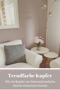 Aubergine Farbe fürs Wohnzimmer - weiße Wohnzimmermöbel | Guest room ...