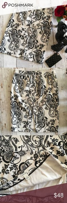 """WHBM Floral Paisley Print Tweed Pencil Skirt Beautiful White House Black Market pencil skirt.  Fabric is like a soft off white tweed with a pretty black paisley floral print.  Back has a center slit. Like new condition  * Fully lined  * 100% Cotton shell 100% Polyester lining * 15"""" across waist  * 22.5"""" length White House Black Market Skirts Pencil"""