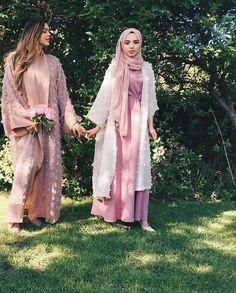 Dulzura y belleza. Tatlılık ve güzellik. Hijab Style Dress, Hijab Chic, Hijab Outfit, Abaya Style, Abaya Fashion, Kimono Fashion, Modest Fashion, Girl Fashion, Modest Wear