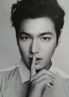 Lee Min Ho looks chic in black and white for Filipino clothing brand 'Bench' | http://www.allkpop.com/article/2014/02/lee-min-ho-looks-chic-in-black-and-white-for-filipino-clothing-brand-bench