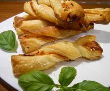 Kotlety ziemniaczane w sosie grzybowym - PrzyslijPrzepis.pl Pesto, Chicken, Food, Meals, Cubs