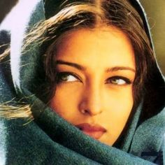 Great Tips For People Who Want Perfect Skin Aishwarya Rai Photo, Actress Aishwarya Rai, Aishwarya Rai Bachchan, Most Beautiful Indian Actress, Beautiful Actresses, Most Beautiful Women, Beautiful People, Vintage Bollywood, Bollywood Girls