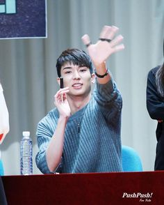 161023 ptg' first fansign | omg i would die if yuto waved to me  | cr.: in picture :) #pentagon #yuto #유토