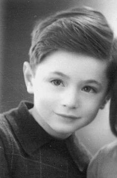 John Groenteman born 1935 supposedly murdered in Auschwitz on Sept. 28, 1942. I think I found Elvis!!https://www.bing.com/images/search?q=Elvis+Presley&FORM=HDRSC2