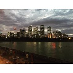 Great #sydney #cityviews #tonight @stgeorgeopenair #cinema #views #summer #lookatthatsky #royalbotanicgardens #domain #sydneyoperahouse #sydneyharbourbridge #everest by bjm152 http://ift.tt/1NRMbNv