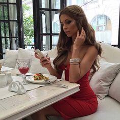 "arabiceyes: "" That Sexy, Classy lifestyle "" Classy Girl, Classy Women, Dame Chic, Bad Fashion, Fashion Women, Luxury Lifestyle Women, Rich Lifestyle, Luxe Life, Glamour"