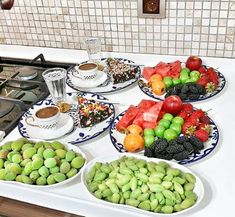 Fruit Drinks, Yummy Drinks, Cute Breakfast Ideas, Breakfast Platter, Dinner Party Table, Food Platters, Iranian Food, Food Decoration, Food Presentation
