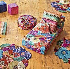 No lugar do seu tradicional ziguezague, a Missoni Home inovou ao apresentar estampas com flores graúdas. Mas o colorido vibrante característico da marca continua igual.