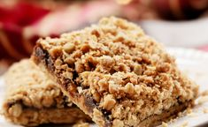 Apple Oatmeal Breakfast Cake - An easy and delicious breakfast or snack idea filled with shredded apples and oatmeal. It& perfect for back to school! Oatmeal Dessert, Oatmeal Breakfast Bars, Oatmeal Cake, Oatmeal Cookie Recipes, Breakfast Cake, The Oatmeal, Apple Oatmeal, Chocolate Oatmeal, Baking Chocolate