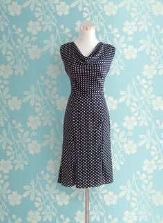 Elegantes Kleid mit Wasserfallausschnitt - Kostenloses PDF-Schnittmuster zum Drucken ❤ Gr. 32 - 54 ❤ DIY - selber nähen ❤ ✂ Jetzt Nähtalente.de besuchen ✂