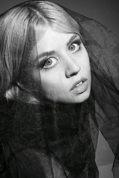 I think Allison Harvard from America's next top model is so unique and pretty. I love her photos