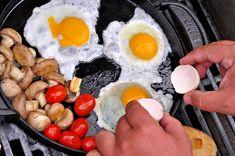 Pripravte si na grile dokonalé, anglické raňajky - Páni v najlepších rokoch Panama, Eggs, Breakfast, Food, Morning Coffee, Panama Hat, Essen, Egg, Meals