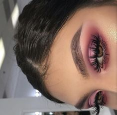 40 OF THE BEST EYESHADOW LOOKS! Here we have gathered some of the most epic makeup looks to give you major inspiration and confidence to try something NEW! Glam Makeup, Skin Makeup, Beauty Makeup, Hair Beauty, Makeup Style, Pink Eye Makeup, Teen Beauty, Best Eyeshadow, Eyeshadow Looks