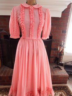 Vintage Pink Gingham Dress Bicentennial Style With Full Circle Skirt Circle Dress, Full Circle Skirts, Pink Gingham, Gingham Dress, Vintage Outfits, Vintage Dresses, Vintage Pink, Country Girls, Short Sleeve Dresses
