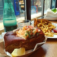 And this superb lobster roll. | 22 Times France Seriously Upgraded American Food