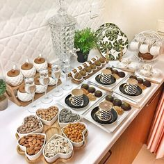 💕🎊🎊 Source by The post 💕🎊🎊 appeared first on Wooden. Breakfast Platter, Turkish Breakfast, Breakfast Bread Recipes, Esstisch Design, Food Stations, Food Platters, Food Decoration, Buffets, Food Presentation