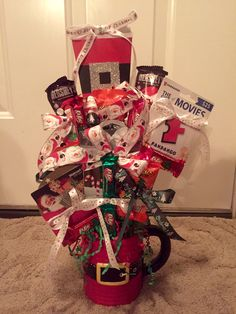 Christmas candy & gift card cup bouquet - for Skyler. Christmas Candy Gifts, Kids Christmas, Santa Suits, Candy Bouquet, December, Gift Wrapping, Crafty, Winter, Cards