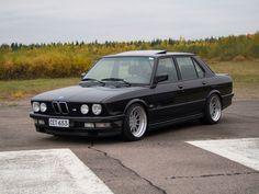 E28 Bmw, Bmw Vintage, Bmw Classic Cars, Old School Cars, Bmw 5 Series, Bmw Cars, Retro Cars, Car Photos, Cars