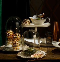 Exklusive Weihnachtsdeko http://ift.tt/2giYVAL  Zu Weihnachten darf es ruhig mal etwas mehr sein! Deswegen zeigen wir besonderen Christbaumschmuck Accessoires und glänzendes Geschirr für elegante Tafeln und Tannen.      GlasglockenvonShishi ähnliche über Desiary // Teller(vorne) der Serie Taste 81 Euro (Reichenbachüber Besteckliste)//Porzellanfedern 15 Euro (&K zu finden auf Amazon) //Teller Clair de Lune (links) Weiterlesen...  Der Beitrag Exklusive Weihnachtsdeko erschien zuerst auf DECO…