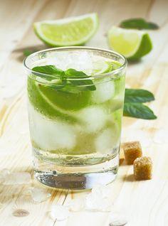 Nada como refrescarse después de un largo día de trabajo o para una tarde entre amigas. O simplemente si quieres consentir a alguien con una deliciosa bebida.