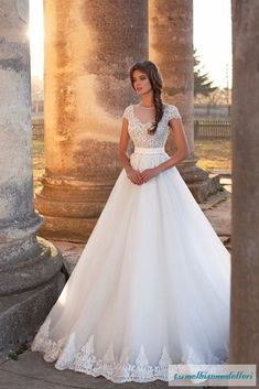 vestido de noiva 2017 New Made in China Sexy Bridal Gown Long O-Neckline Lace Appliques Top Sheer Back Tulle White Wedding Dress Modest Wedding Dresses, Bridal Dresses, Bridesmaid Dresses, Pretty Dresses, Beautiful Dresses, Wedding Bride, Wedding Gowns, Dream Dress, The Dress