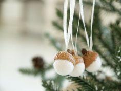 Acorn Ornament Kit Felted Wool Decoration DIY craft por Fairyfolk