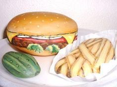 Rock art - Cheeseburger, French Fries, and a Pickle Painted Pavers, Painted Rocks Craft, Hand Painted Rocks, Painted Stones, Pebble Painting, Pebble Art, Stone Painting, Rock Painting, Stone Crafts