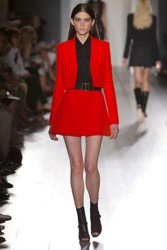 Los colores brillantes también pueden lucir bien en un look para el trabajo.   Victoria Beckham, Spring 2013