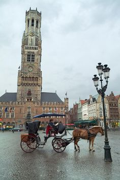 La Plaza Mayor - Bruge, Belgium in my top 5 favorites towns of all time sooo picturesque lot os horses and carriages to get around town. Oh The Places You'll Go, Great Places, Places To Travel, Places To Visit, Bruges, Luxembourg, Manneken Pis, Visit Belgium, Ardennes