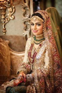 Pakistani bride a very elegant touch. Indian Wedding Gowns, Indian Bridal Fashion, Pakistani Bridal Wear, Punjabi Bride, Punjabi Wedding, Indian Weddings, Pakistan Wedding, Pakistan Bride, Beautiful Pakistani Dresses