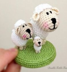Minigurumi sheep (miniature amigurumi) - free crochet pattern // Minigurumi bárány (miniatűr amigurumi) - ingyenes horgolásminta // Mindy - craft tutorial collection // #crafts #DIY #craftTutorial #tutorial