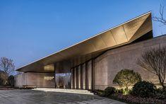 美的·四季风华_金盘网 Tropical Architecture, Minimalist Architecture, Facade Architecture, Entrance Design, Entrance Gates, Compound Wall Design, Retail Facade, House Gate Design, Unusual Buildings