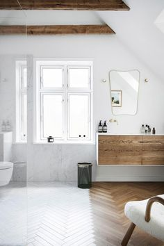 In an old villa in a quiet, leafy suburb of Copenhagen, fashion influencer and stylist Pernille Teisbæk and her husband Philip Lotko have found some much-needed breathing space. They restored the heritage home and decorated with classic vintage style. Art Deco Home, Home, House Inside, Interior Design Awards, Elegant Bathroom, Dream Decor, Interior Design, Eclectic Home, Sleek Fireplace