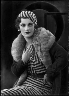 (Ethel) Margaret Campbell (née Whigham), future Duchess of Argyll, 4 October Photo: Bassano (National Portrait Gallery, London).look at those lips! Moda Vintage, Vintage Dior, Vintage Mode, Dress Vintage, 1930s Fashion, Retro Fashion, Fashion Show, Vintage Fashion, Fashion Fashion