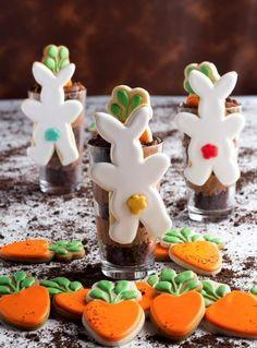 How to Make Hanging Mug Bunny Cookies | The Bearfoot Baker    #bearfootbaker #edibleart #rolloutcookies #royalicing #cutestcookiesever #thebestcookies #deliciouscookies #bunnycookies