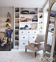 I love how this closet is customized by still looks warm and comfortable Inside Keri Russell's Brooklyn Brownstone - ELLE DECOR Brooklyn Brownstone, Brooklyn Apartment, Brooklyn Nyc, Celebrity Closets, Celebrity Houses, Celebrity Style, Elle Decor, Ideas Armario, Home Interior