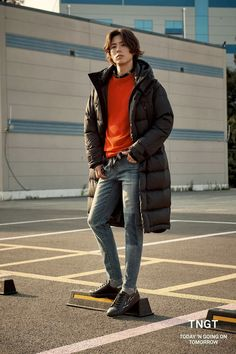 Branded apparel TNGT bombarded us recently with a compilation of their newest F/W 2018 collection with their still-standing model, Park Bo Gum. Ahhh, the boyfriend I haven't seen for overR… Park Go Bum, Handsome Asian Men, Kim Yoo Jung, Dancing King, Park Bo Young, Bo Gum, Lee Min Ho, Japanese Fashion, Korean Actors
