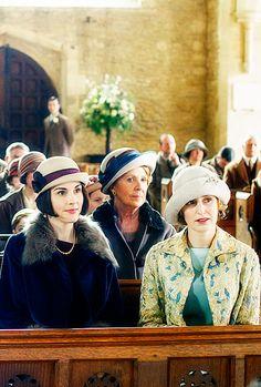 Lady Mary, Lady Edith, and Isobel Crawley Downton Abbey Costumes, Downton Abbey Fashion, Downton Abbey Season 6, British Hats, Dowager Countess, Lady Mary, Comedy Tv, Period Dramas, Actors & Actresses