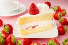 La torta al cioccolato bianco con panna e fragole è un dolce soffice, fresco e profumato ideale per la primavera. Ecco la ricetta e tante varianti