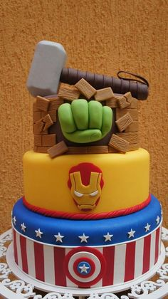 Bolo Os Vingadores +de 40 Modelos e Ideias Super Poderosas Avengers Birthday Cakes, Superhero Birthday Party, Costume Birthday Parties, Birthday Party Decorations, Birthday Ideas, Avengers Party Foods, Avenger Cake, Avenger Cupcakes, Hulk Cakes