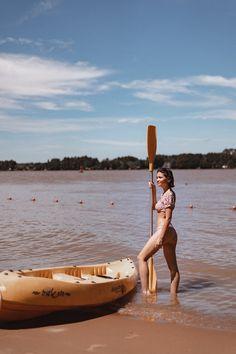 30 IDEAS PARA FOTOS EN VACACIONES DE VERANO 2021 | Mary Wears Boots Travel Style, Ideas Para, Surfboard, Mary, Boots, How To Wear, Vacation Pictures, Summer Vacations, Funny Photos