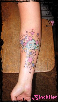 Google Image Result for http://www.ratemyink.com/images/ul/125/Girly-Skull-n-Stars-tattoo-125803.jpeg  tat ideas