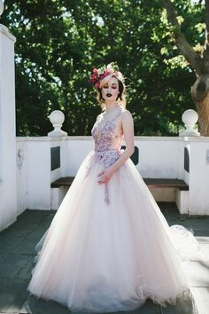 Wondering how to choose the best wedding dress for your body type? Designer reveals secret wedding dress tricks to make ALL bodies look amazing! Simple Wedding Gowns, Best Wedding Dresses, Bridal Dresses, Flower Girl Dresses, Wedding Blog, Lace Wedding, Wedding Dress Body Type, Gorgeous Wedding Dress, Sheath Wedding Gown