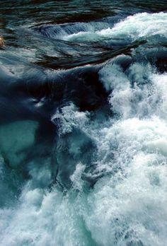 Enregistré depuis greenlikebathwater.tumblr.com . La mer démontée . . Les vagues jouent à me faire peur Elles rient Les rouleaux s'échouent sur le sable Ils charrient . Le bruit de …