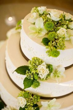 White roses and green mums contrast beautifully on an elegantly piped #wedding cake.