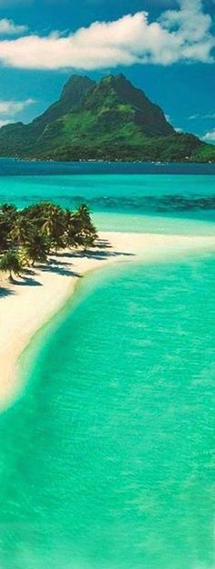 Pearl Beach on Bora Bora in French Polynesia Travel Destinations Beach, Places To Travel, Places To Visit, Holiday Destinations, Most Beautiful Beaches, Beautiful Places, Bora Bora French Polynesia, Nature Photography, Travel Photography